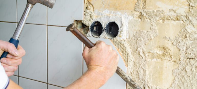 How to remove tiles from walls